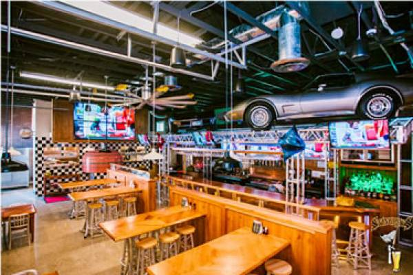Stingrays Taphouse and Grill is an industrial-chic elite sports bar that provides the 'raving fans' a unique dining and entertaining experience. Great food, friendly service and the best brews at the beach are here for you!  Big screen TVs, daily specials, kid-friendly menu, and a pet-friendly patio!